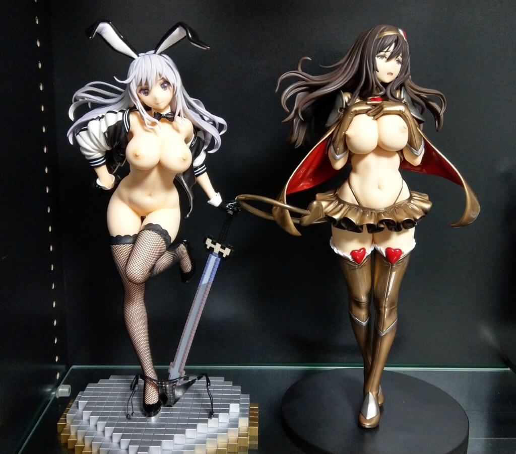 Yuu's base is taller than that of Maya, but she's smaller in size (28cm) whereas Maya is 30cm.